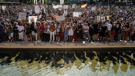 İspanya'da Covid-19 önlemleri protesto edildi