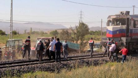Kayseri'de raylarda oturan gençlere tren çarptı: 1 ölü 1 yaralı