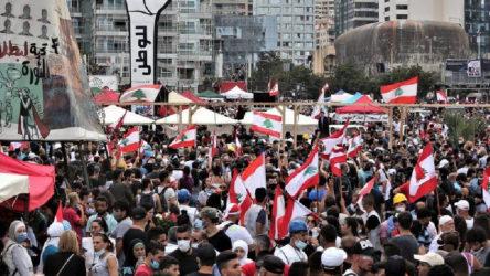 Lübnan'da patlamanın ardından protestolar: Göstericiler iki bakanlık binasına girdi