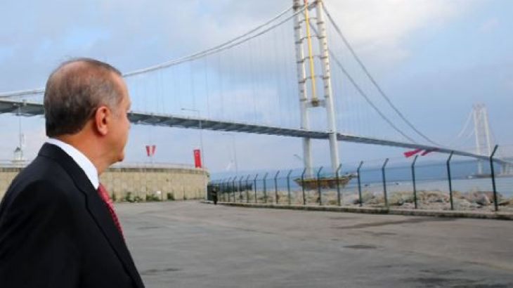 Bütçeyi AKP'nin yol ve köprüleri kullandı