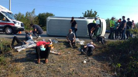 Samsun'da işçileri taşıyan minibüs devrildi: 15 yaralı