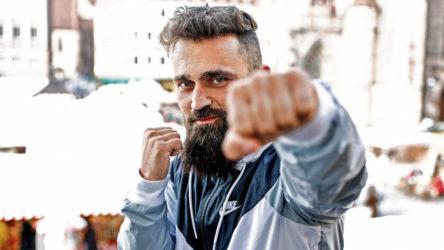 AKP'liler bu sefer de Almanya'da yaşayan muhalif boksöre saldırdı