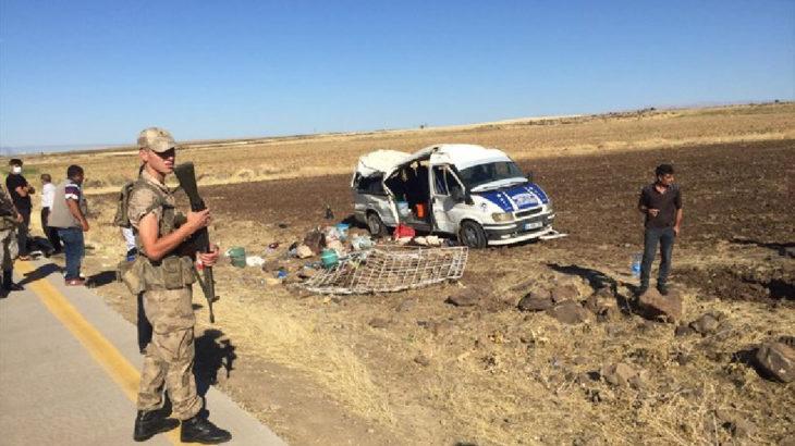 Urfa'da tarım işçilerini taşıyan minibüs devrildi: 20 yaralı