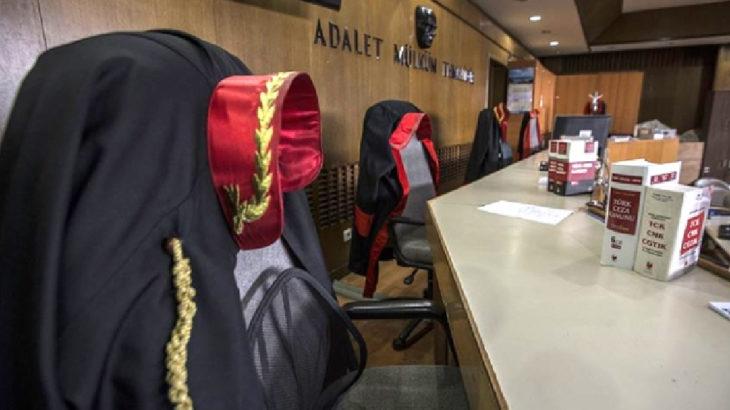 Savunma yapmak isteyen avukat, 'mahkeme başkanının' talimatı ile salona alınmadı