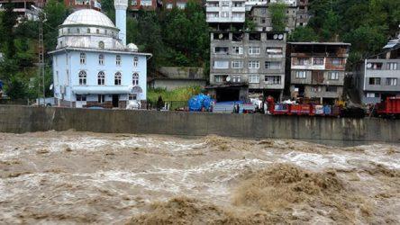 Doğu Karadeniz'de şiddetli yağış etkili oluyor