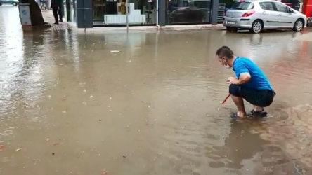 Bursa'da sağanak yağış nedeniyle birçok ev ve iş yerini su bastı
