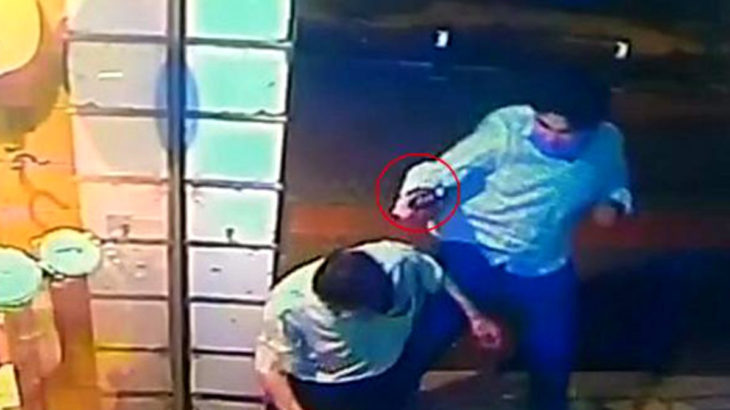 Eli kız arkadaşına dokunan yolcuyu tabanca kabzasıyla döverek öldürdü