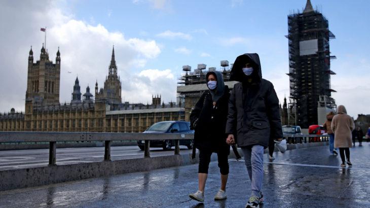 İngiltere'de son 24 saatte 18980 vaka: Londra'da aynı aileden olmayanlar kapalı yerlere giremeyecek