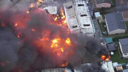 İngiltere'de endüstriyel binada peş peşe patlama