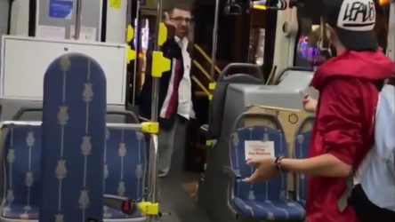 VİDEO | İstanbul'da maskesiz otobüs şoförü bisikletiyle binmek isteyen kadını araçtan atmaya kalktı