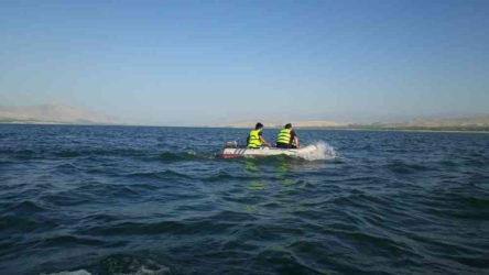 Malatya'da lastik botla barajda mahsur kalan 2 kişi kurtarıldı