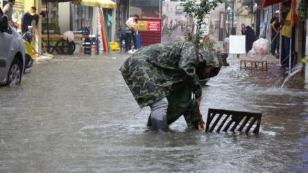 Ordu Altınordu'da şiddetli yağış sele neden oldu