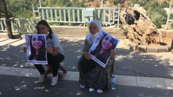 Gülistan Doku'nun annesi ve ablası oturma eylemine başladı