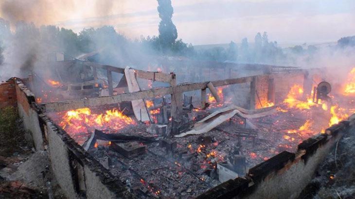Fabrika yangında kül oldu