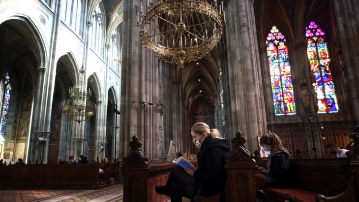 'Viyana'da kalabalık Türk grup tekbirlerle kiliseyi bastı'