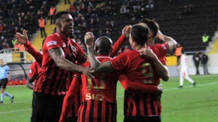 Süper Lig ekibinde ikisi futbolcu dört kişide korona vakası
