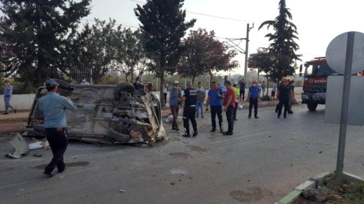 Adana Ceyhan'da tarım işçilerini taşıyan kamyonet kaza yaptı: 7 yaralı