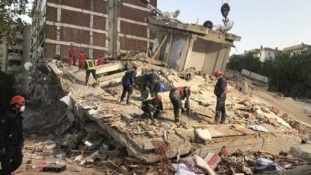 İzmir'de yardıma koşan madenciler: Çekiçle bile vurunca kolon toz oluyor