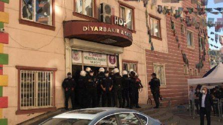 HDP Diyarbakır il ve ilçe binalarına polis operasyonu: 2 gözaltı