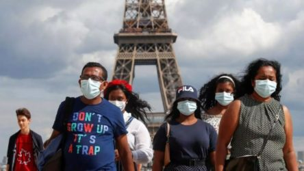 Fransa'da koronavirüs: Sokağa çıkma yasakları başladı