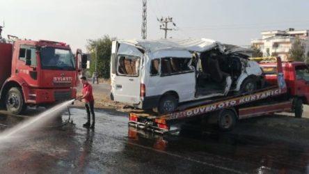 Tekstil işçilerini taşıyan servis devrildi, 2 işçi hayatını kaybetti