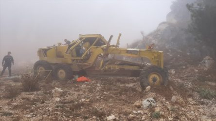 İş makinesi devrildi: 3 işçi yaralı