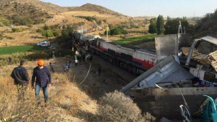 Yozgat'ta iki yük treni çarpıştı