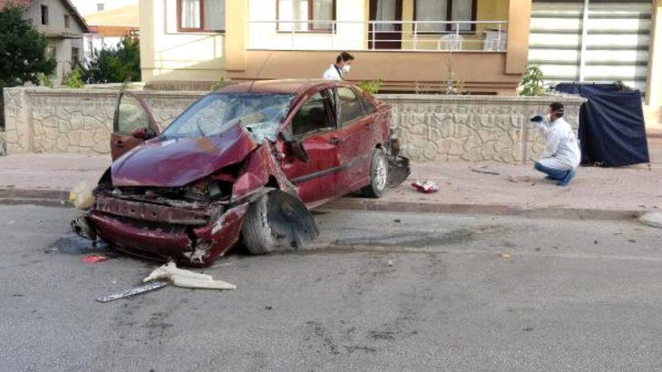 Konya'da kaldırımda yürürken araba çarpan baba ve oğul hayatını kaybetti