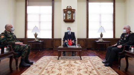 Akar ile Libya UMH Genelkurmay Başkanı El-Haddad görüştü