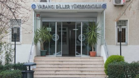Marmara Üniversitesi'nde 1800 TL'lik kitap dayatması
