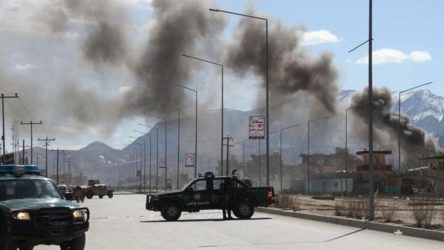 Afganistan'da askeri taşıyan konvoya bombalı saldırı: 13 ölü