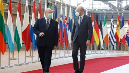 AB Konsey Başkanı Michel, Sarkisyan ile görüştü