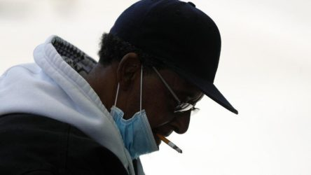 Sigara içilen ortamlara 3 buçuk metrelik sosyal mesafe uyarısı