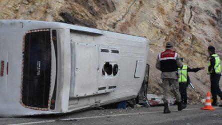 Sivas'ta işçi servisi devrildi: 5'i ağır 15 yaralı