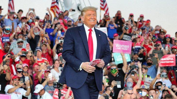 Trump koronanın ardından ilk seçim mitinginde: Herkesi öpebilirim