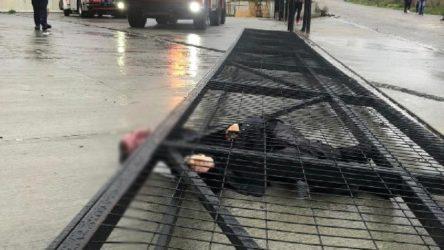 Üzerine sürgülü kapı devrilen gece bekçisi hayatını kaybetti