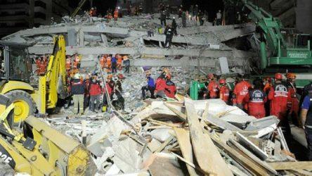 İzmir'de can kaybı 85'e yükseldi