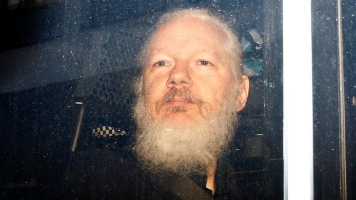 Assange'a koronavirüs tecridi: Doktorları savunmasız dedi, yakınları endişeli