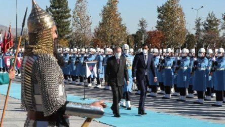 Erdoğan, Katar Emiri'ni resmi törenle karşıladı