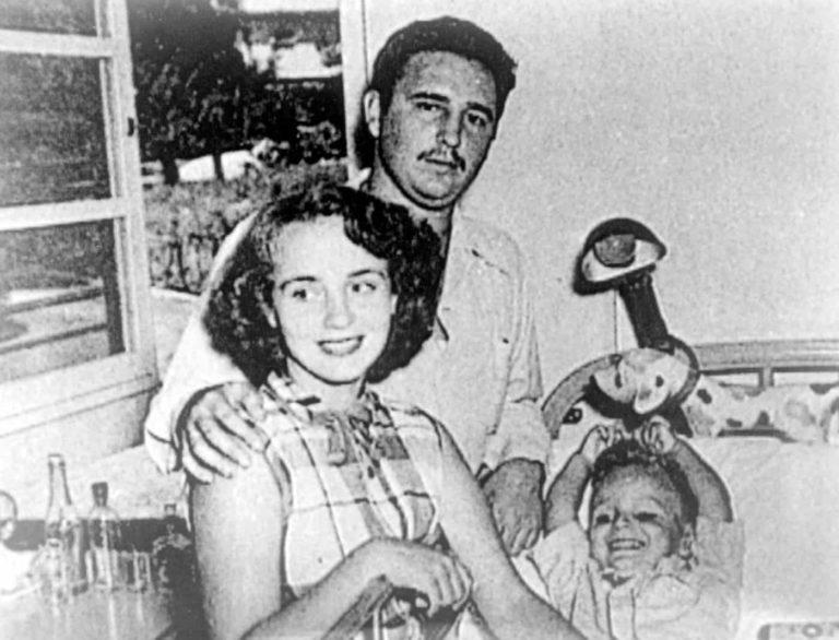 Fidel, ilk eşi Mirta ve oğlu Fidelito ile birlikte. 1950'lerin başlarında.