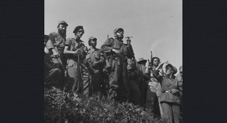 Castro ve askerleri, bir gün sonra varacakları Havana yolunda. 7 Ocak 1959.
