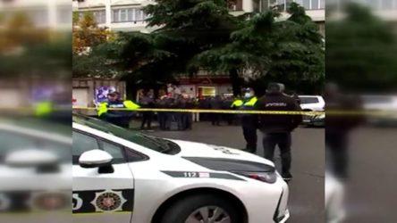 Gürcistan'da silahlı saldırı: 9 kişiyi rehin aldı