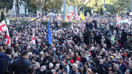 Gürcistan'da seçimi kabul etmeyen muhalefet eylemde