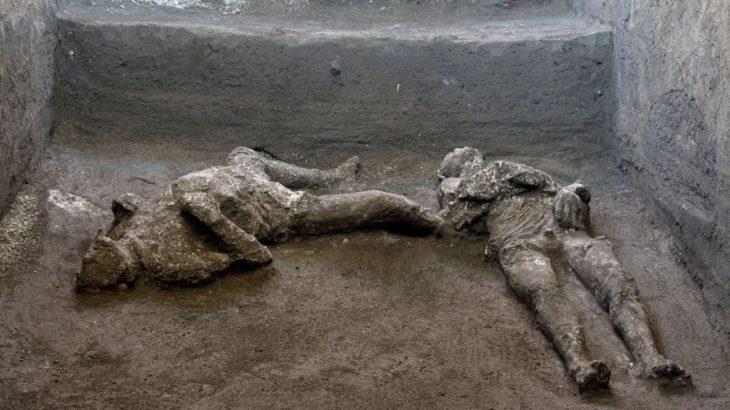 M.S. 79 yılına ait külle kaplı iki cansız beden bulundu