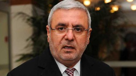 AKP'li Metiner: Kapalı kapılar arkasında ekonomi yönetimine dair her türlü eleştiri makbuldür