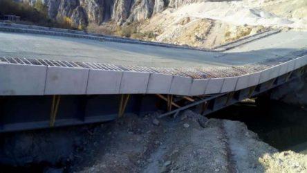 AKP'li büyükşehir belediyesi köprü yaptı: Açılmadan çöktü!