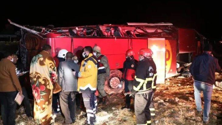 Urfa'da otobüs şarampole devrildi: 32 yaralı
