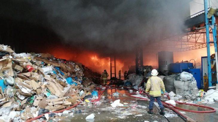 Kartal'da kağıt fabrikasında yangın!