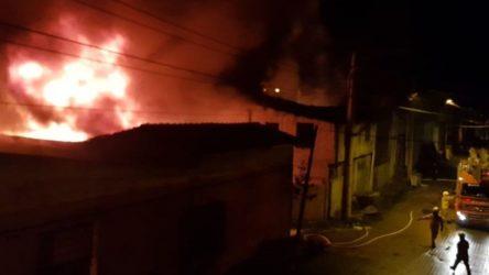 Kocaeli ve Balıkesir'de fabrika yangını
