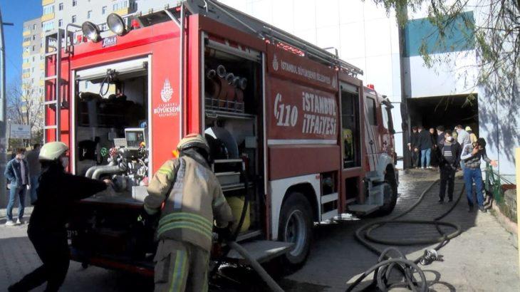 İstanbul'da 8 katlı iş yerinde yangın
